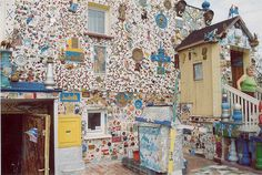 Franciszek and Lucyna Wesolowksi, Mosaic decorated house / Wroclaw, Poland