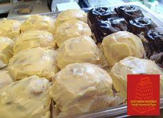 ¿Ya probaste los deliciosos Cinnamon Eduardo Madrid? ¡Con crema especial, con glace o chocolate, únicos!
