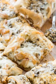 Caramelized Onion & Pesto Flatbread - this EASY 4 ingredient pizza recipe is the perfect appetizer. Pesto, caramelized onions, mozzarella on a pizza crust