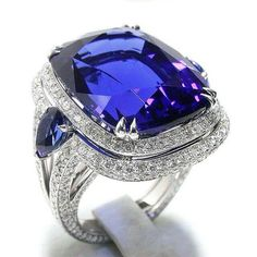 (@the_glory_lab.dk) Diamond ring set with a spectacular tanzanites
