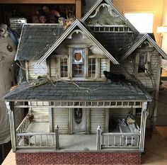 Post with 2428 votes and 106882 views. Tagged with art, creepy, creativity; Abandoned Dollhouses by Juli Steel Haunted Dollhouse, Haunted Dolls, Victorian Dollhouse, Diy Dollhouse, Dollhouse Furniture, Victorian Homes, Dollhouse Miniatures, Dollhouse Tutorials, Modern Dollhouse