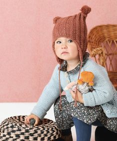 Vanhan roosan värinen palmikkomyssy tupsuilla Knit Crochet, Crochet Hats, Beanie Hats, Beanies, Couture Sewing, Pom Pom Hat, Kids Hats, Baby Knitting Patterns, Baby Hats