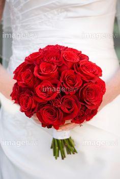 赤いバラのブライダルブーケ - 写真素材