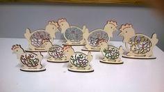 GALLINELLE DECORATIVE TRAFORATE CON BASE D'APPOGGIO decorata con glitter dimensioni cm 7 X 8 oppure 11 X 12,5 cod. articolo 0090 - 0091  Ottime come addobbo per la vostra casa :)