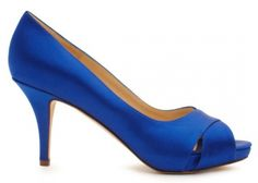Zapato de novia en color azul rey con estilo minimalista - Foto Kate Spade
