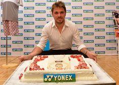 Stan Wawrinka with special cake from Yonex!