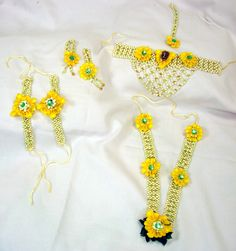 Flower Jewellery for your Mehendi : Check Out Floral Art !