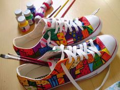 All Stars + Romero Britto Painted Canvas Shoes, Hand Painted Shoes, Crazy Shoes, Me Too Shoes, Converse Design, Ankle Boots, Sneaker Art, Bling Shoes, Shoe Art