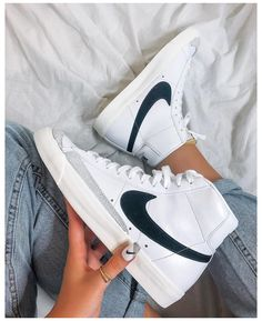 Dr Shoes, Swag Shoes, Nike Air Shoes, Hype Shoes, Sneakers Mode, Cute Sneakers, Sneakers Fashion, Shoes Sneakers, Fashion Shoes