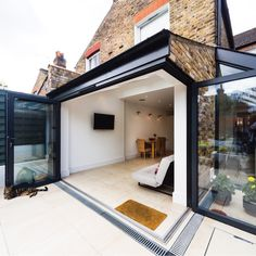 Clever ideas on how to improve your home through a rear extension. Clever ideas on how to improve your home through a rear extension. Kitchen Extension Open Plan, Open Plan Kitchen Dining, Glass Extension, Roof Extension, Small Garden Extension, Side Return Extension, House Extension Design, Extension Designs, House Design