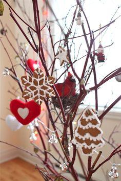 Edible gingerbread ornaments #diy #christmas #ornaments
