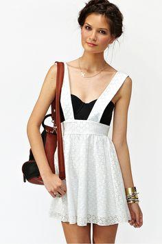 Lace Suspender Skirt. Love love love. Now on my fashion bucket list :)