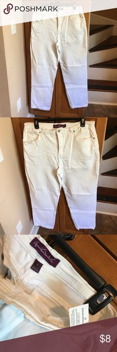 Gently used Gloria Vanderbilt White Jeans size 16 Gloria Vanderbilt White Jeans woman's size 16, only flaw is one small black mark on back left side can be seen in last pictures. Gloria Vanderbilt Jeans Straight Leg
