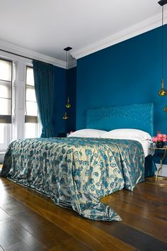 Teal Bedroom by Carden Cunietti in London - Bedroom Decorating Ideas (houseandgarden.co.uk)