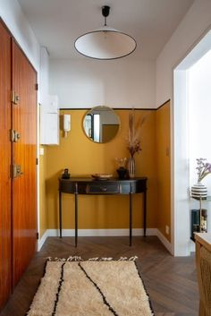 This Paris studio apartment has plenty of ideas for a remodel in the bedroom, entryway, living area, kitchen and office area. The walls are colorful with temporary wallpaper and gorgeous bright colors that give the space a mod, art deco effect. Bedroom Apartment, Home Decor Bedroom, Studio Apartment, Apartment Therapy, Modern Bedroom, 60s Bedroom, Bedroom Ideas, Apartment Painting, Modern Entryway