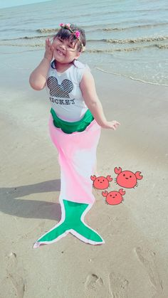 She always imagine that her self was mermaid, as a Mother I'd love to be A part of her imagine. Then i make Simple mermaid tale For my little Princess mermaid. Taraaaaaaaa... My little Princess mermaid With Mickey mouse shirt 😄 😄