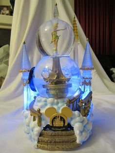 WALT DISNEY WORLD CRYSTAL CASTLE LIGHT UP DOUBLE SNOWGLOBE WITH TINKERBELL