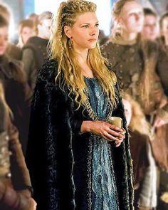 Voice of Nature — lecterlannister: Lagertha Katheryn Winnick Vikings, Lagertha Vikings, Vikings Tv, Ragnar Lothbrok, Cheveux Lagertha, Lagertha Hair, Viking Braids, Viking Hair, Medieval Hair