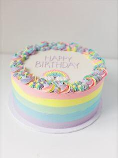 Birthday cake with pastel rainbow stripes and swirls Rainbow First Birthday, 5th Birthday Cake, Pink Birthday Cakes, Baby Girl First Birthday, Birthday Ideas, Rainbow Smash Cakes, Rainbow Swirl Cake, Rainbow Parties, Girl Cakes