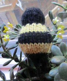 Bumble bee pin cushion