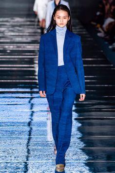 Boss Fall 2019 Ready-to-Wear Fashion Show - Vogue Vogue Paris, Giorgio Armani, Versace, Active Wear For Women, Women Wear, Cristian Dior, Power Dressing, Fashion Show Collection, High Fashion