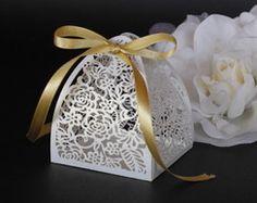 Caixinha para bem casado branca Chocolates, Candle Holders, Candles, Floral, Wedding, Laser, Serendipity, Red Dates, Sweet Box