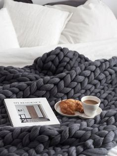 Super chunky wool blanket from Ohhio Home Decor 2019 cool Super chunky wool blanket from Ohhio by www.tophome-decor The post Super chunky wool blanket from Ohhio Home Decor 2019 appeared first on Wool Diy. Cozy Bedroom, Dream Bedroom, Bedroom Ideas, Coziest Bedroom, Bedroom Designs, Fall Bedroom Decor, Master Bedroom, Bedroom Bed, Fall Decor