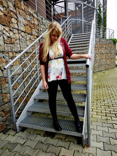 http://girl-with-mask.blogspot.cz/  H Flowered top , Dr.Martens boots ,...