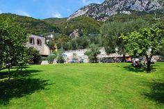 Apartments Fondo La Campagnola - Gargnano ... Garda Lake, Lago di Garda, Gardasee, Lake Garda, Lac de Garde, Gardameer, Gardasøen, Jezioro Garda, Gardské Jezero, אגם גארדה, Озеро Гарда ... Welcome toApartments Fondo La CampagnolaGargnano. A picturesque and welcoming village characterized by its small port, Gargnano has a wealth of splendid villas, enchanting gardens and architectural wonders. The Apartments Fondo La Campagnola are located just a short