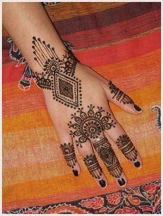 Henna Tattoo Designs und Ideen mit Bedeutungen   #Bedeutungen #Designs #Henna #Ideen #Tattoo