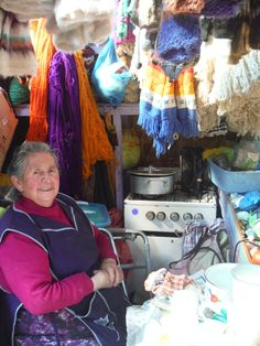 At the feria, this Chilota cooked her lunch and minded her stall at the same time. I might have been a bit nervous about cooking with all that yarn hanging around the stove.