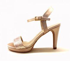 Sandalias de fiesta Pomares Vazquez en raso y pedreria color oro en @zapatosmilpies