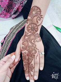 Latest Backhand Mehandi Designs You Love To Try - Mehandi Designs Arabic Mehndi Designs Brides, Full Hand Mehndi Designs, Henna Art Designs, Mehndi Designs 2018, Mehndi Designs For Girls, Stylish Mehndi Designs, Mehndi Designs For Beginners, Dulhan Mehndi Designs, Mehndi Design Photos