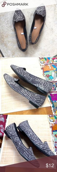 Merona Black and Cream Flats Size 10 Great fall flats in excellent used condition. Note: in some photos they look black and white but they're actually black and cream. Merona Shoes Flats & Loafers