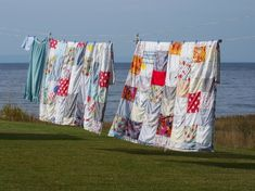 Just hanging around Hanging Quilts, Hanging Fabric, Hanging Out, Laundry Art, Laundry Drying, Vintage Laundry, Country Outfits, Mother Earth, Bird Houses