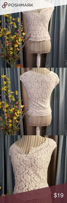 🌻🌺🌻GILLY HICKS LACE TOP!! SIZE:XS    BRAND:Billy Hicks   CONDITION:very good, no flaws    COLOR:white  Has name on pearlized plate on the bottom front of blouse.   🌟POSH AMBASSADOR, BUY WITH CONFIDENCE!   🌟CHECK OUT MY OTHER ITEMS TO BUNDLE AND SAVE ON SHIPPING!   🌟OFFERS WELCOME!   🌟FAST SHIPPING! Gilly Hicks Tops