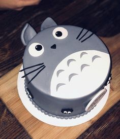 Totoro Geburtstagstorte: Essen Best Picture For birthday cake disney For Your Taste You are looking for something, and it is going to tell you exactly what you are looking for, and you didn't find tha Funny Birthday Cakes, Funny Cake, Birthday Cakes For Women, 60th Birthday, Birthday Gifts, Totoro, Cute Cakes, Pretty Cakes, Cake Cookies
