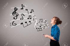 Atraente Jovem Cantando E Ouvindo Música Com As Notas Musicais Saindo De Sua Boca Foto Royalty Free, Gravuras, Imagens E Banco De Fotografias. Image 16638933.