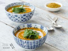 Wortel-currysoep met Vadouvan   Jienkookt.nl Thai Red Curry, Cantaloupe, Fruit, Ethnic Recipes, Food, Essen, Meals, Yemek, Eten