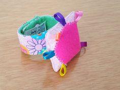 Baby wrist rattle Baby rattle toy Nursery accesories por FlofyCo