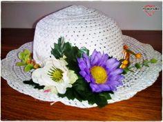 Malonsilla Artesanía- Sombrero para niña con flores, para la pequeña Inés
