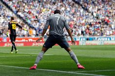 @RealMadrid Cristiano supera a Di Stéfano y Raúl como goleador en la Liga Con el repóquer de goles ante el Espanyol, el portugués se sitúa con 230 en 202 encuentros y La Saeta se queda con 227 en 329; Raúl, con 228. Cristiano con su póquer ha superado a Di Stéfano en la clasificación de máximos artilleros de la historia de la la Liga. El astro portugués se sitúa ya con 230 goles en 202 partidos, mientras que Di Stéfano consiguió  227 en 329 encuentros #9ine