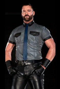 Real Men in Leather Mens Leather Pants, Tight Leather Pants, Leather Gloves, Men's Leather, Men In Uniform, Cop Uniform, Bear Men, Leather Fashion, Men's Fashion