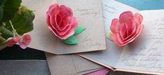 Make a pop-up paper garden! Homemade Gift Boxes, Homemade Mothers Day Gifts, Mothers Day Presents, Mothers Day Crafts, Homemade Crafts, Mother Day Gifts, Crafts For Kids, Pop Up Flower Cards, Pop Up Cards