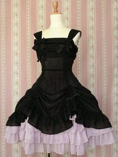 Pli gothique noir robe Lolita Dress - This would be perfect for my Broken China Doll Halloween costume!