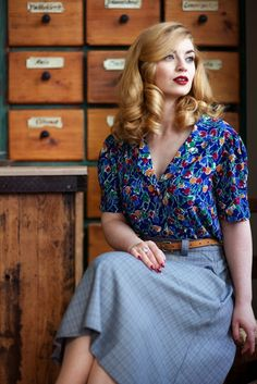 Classy 40s look in Emmy Design. Photo by Tabea Brandt and Model Vintagemaedchen by Victoria. Find more on http://vintagemaedchen.de/neverending-story/.