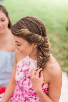 20 trendige Frisuren für Hochzeitsgäste: Wunderschöne Styles, die verzaubern Image: 0