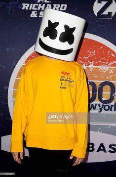 Marshmello Dj, White Background Wallpaper, Best Dj, Disney Drawings, Marshmallow, Singers, Adidas Jacket, Wallpapers, Iphone