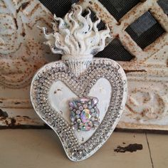 white CHIPPY distressed old vtg Sacred HEART wall plaque picture rHiNesToNeS