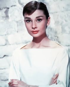 Audrey Hepburn Style Hair, Breakfast At Tiffany's, Buttocks Workout, Never Expect, Harpers Bazaar, Do Anything, Funny Faces, Funny Posts, Beautiful World